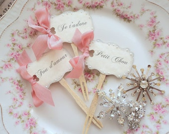 Love en français. Twelve Cupcake or Appetizer Toppers with French Sentiments