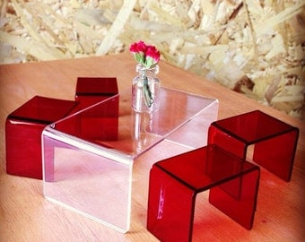 Modern Clear Coffee table with 4 Red stools (scale 1:12)