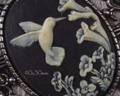 40x30mm Cameo - Ivory/Black - Hummingbird - 1 pc : sku 05.04.13.5 - V4