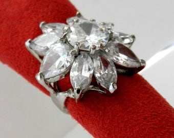 Large ring vintage 1970-Bright crystal flower white and silver - A Ring very bright light-art.820-