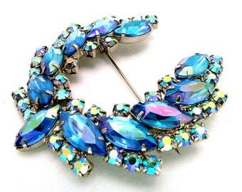 Juliana D&E Brooch Blue AB Aurora Borealis Rhinestone Horseshoe Wreath Pin