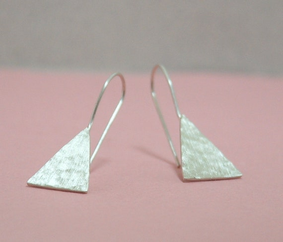 triangle sterling silver texture dangle earrings. Black Bedroom Furniture Sets. Home Design Ideas