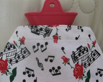 Warm Bottle Cover-Red Roses Musical