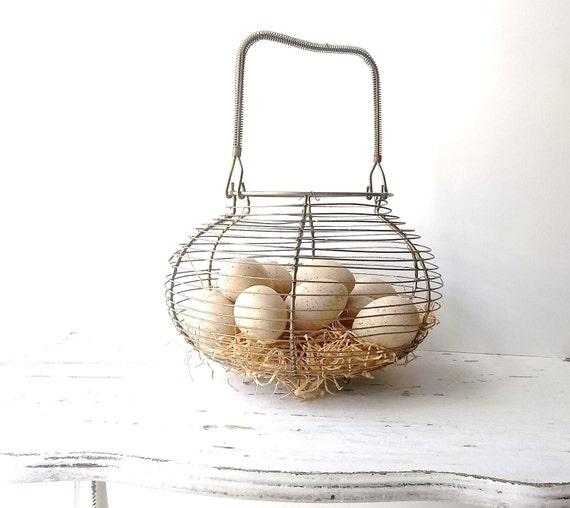 Vintage Wire Egg Basket. Wire Basket. Prim Rusty Basket. Farmhouse Decor