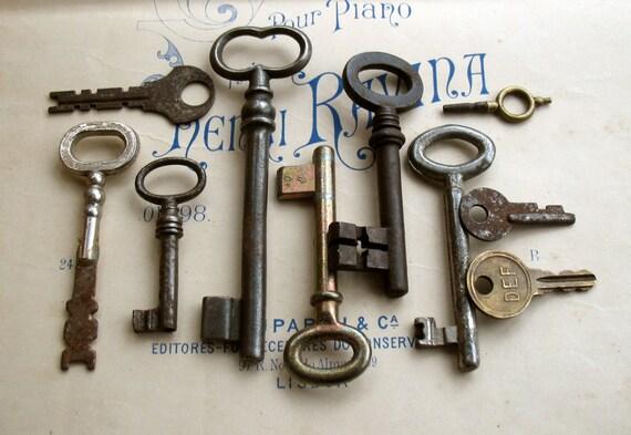 Antique Keys - Vintage Keys - 10 Genuine Old Skeleton Keys (D-28).
