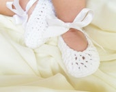 Baby's Breath White Cotton Baby Booties-Ribbon