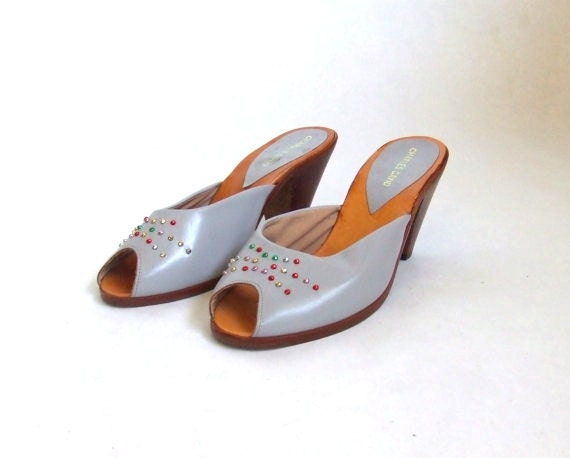 FINAL SALE////Vintage 1950s dove grey leather peeptoe shoes with crystal detail, sz.7