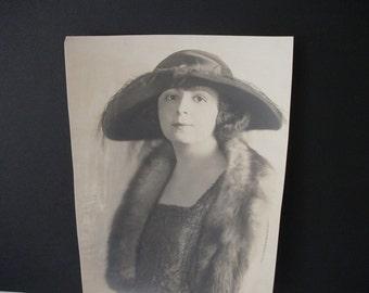 1920 s Fashion Portrait Photo