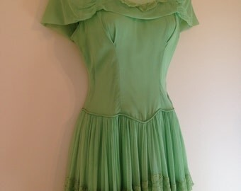 Lovely Dainty Mint Green Vintage 1940s Bridesmaid Wedding Dress With Matching Gloves