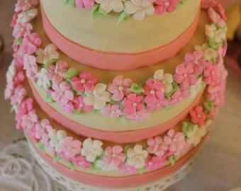 LOT of 100 royal icing flowers with sugar pearl 3 shades of pink