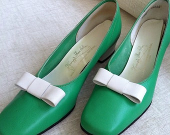Green and White Leather Vintage 1970's Shoes 8.5N