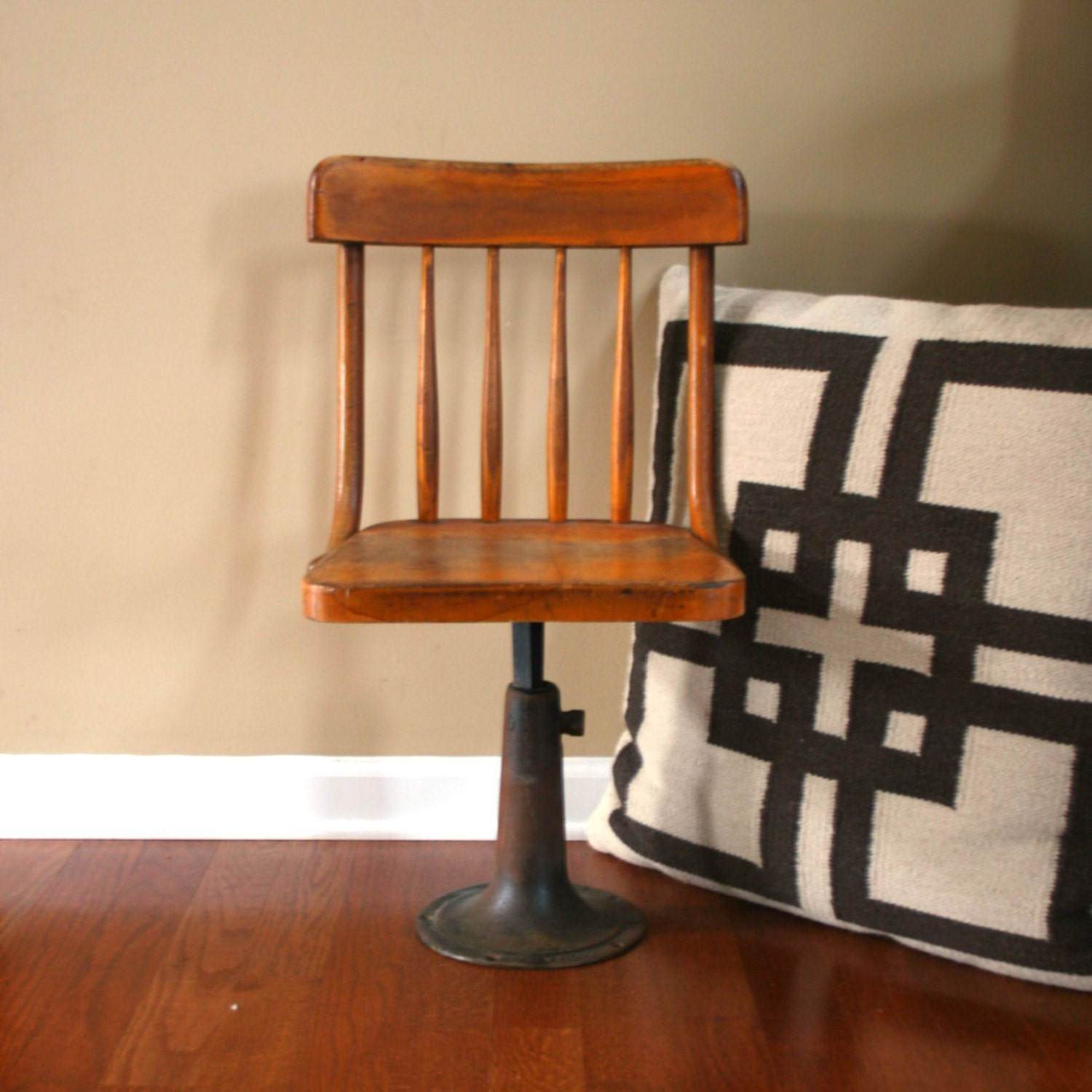 ... Old Wooden School Chair Download ...