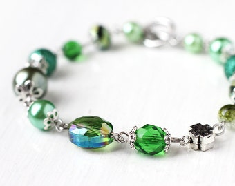 Forest Emerald Green Bridesmaid Jewelry Bracelet with Green Czech Glass Beads and Glass Pearls - Woodland Wedding Dark Green
