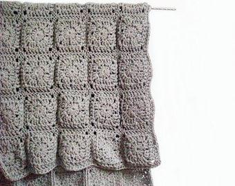 Crochet Rug Carpet Granny Square in Grey