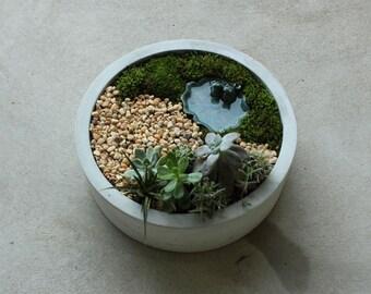 """16"""" Round Concrete Centerpiece"""