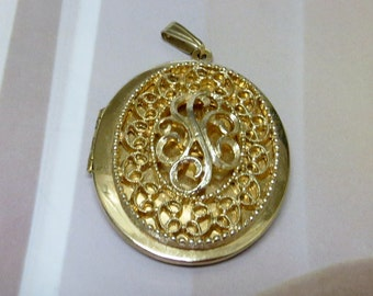 Sarah Coventry Gold Oval Open and Close Locket, Extra Large Gold Locket, Oval Sarah Coventry Locket, Etsy Vintage Jewelry