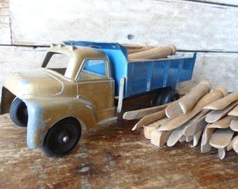 Vintage Wooden Clothes Pins Set of 40 Farm Chic