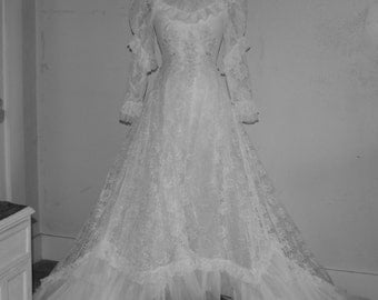 Sale Vintage Lace Wedding Gown - Beautiful  -Hand Made -Lace - Wedding Dress -- Free Shipping