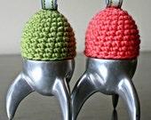 EASTER BONNETS! Two crochet egg cozys / warmers / bobble hats