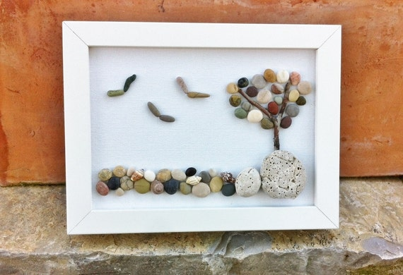 Seascape beach pebble and seashell picture in white - Cuadros hechos con piedras de playa ...