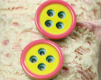Fresh Plastic Buttons - Yellow Color Pink Edge Blue Back Plastic Buttons. 0.47 inch. 10 pcs