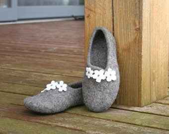 Women slippers - felted slippers for woman - wool slippers - made to order - eco friendly - Mother's day gift, Easter gift