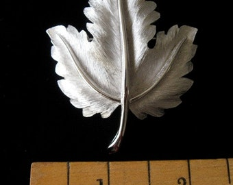 Gorgeous Vintage Trifari  PIN Brootch Silver Color Signed Excellent
