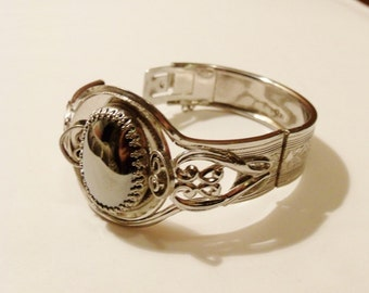 Unsigned Whiting and Davis Hematite Bracelet in Silver tone