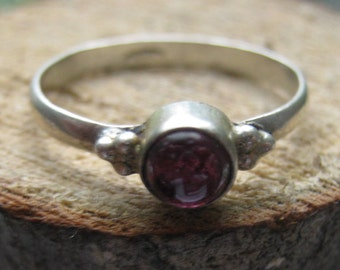 Small Vintage Sterling Silver Retro Ladies Ring with Amethyst Stone Size 7 1/2