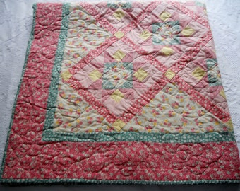 Star Quilt, Cottage Chic Lap Quilt, Sofa Throw, Floral Quilt, Pastel, Pink Green Yellow