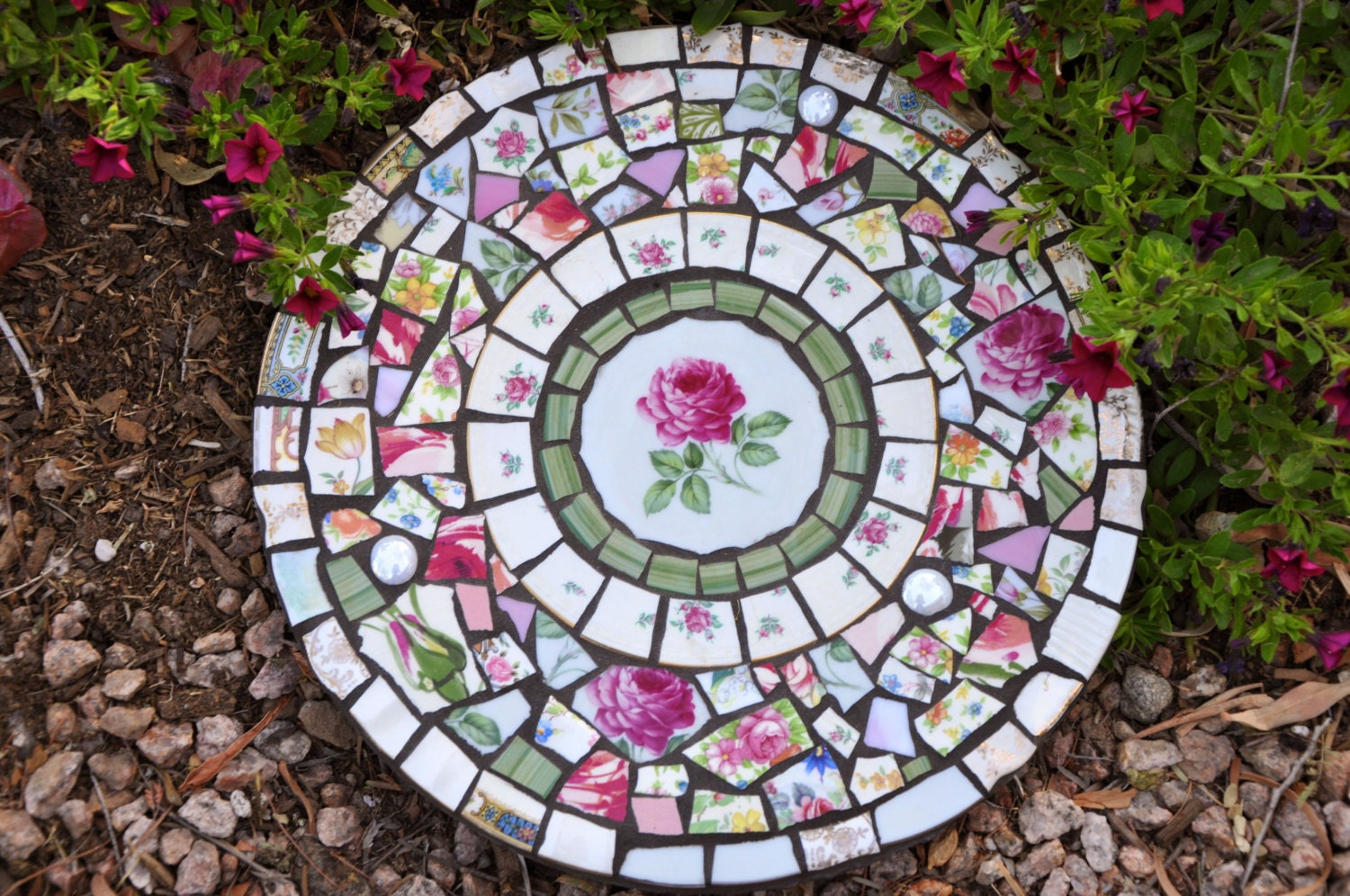 Mosaic slate round stepping stone with by 2ndtimearoundmosaics for Mosaic designs garden