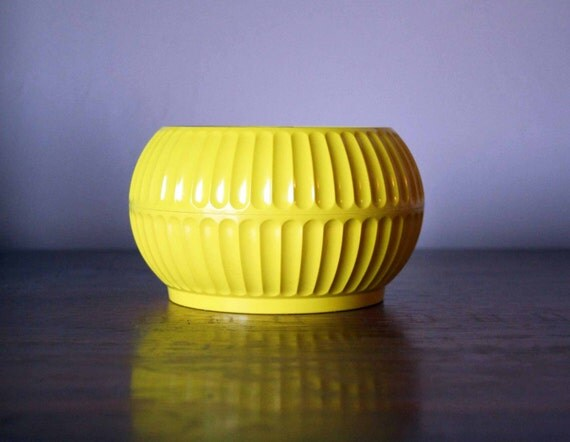 RESERVED - Vintage Bold Lemon Dusting Powder Box - April Showers, Inc.