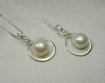 Bridesmaid Necklace Set of 4 Infinity Necklace Pearl Necklace Bridesmaid Gift Bridesmaid Jewelry Gift Bridal Party Gifts