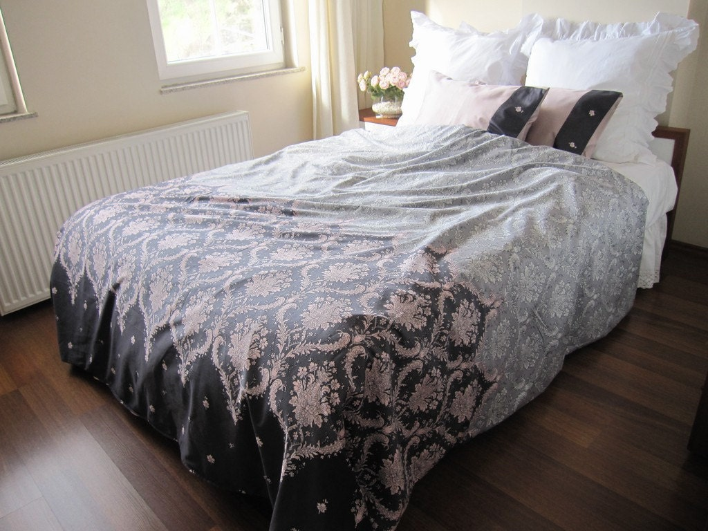 college dorm room bedding fast shipping pink gray damask. Black Bedroom Furniture Sets. Home Design Ideas