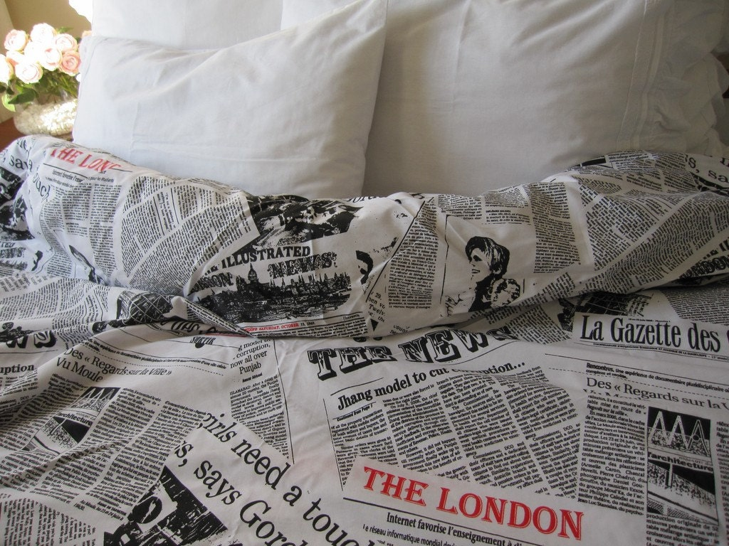 zoom. Writing Newspaper print duvet cover Book bedding Black