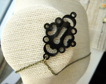 Vintage Style Black Keyhole Necklace