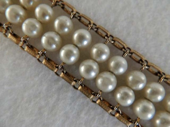 Vintage Faux Pearl Flexible Link Bracelet.. SIGNED SARAH COVENTRY