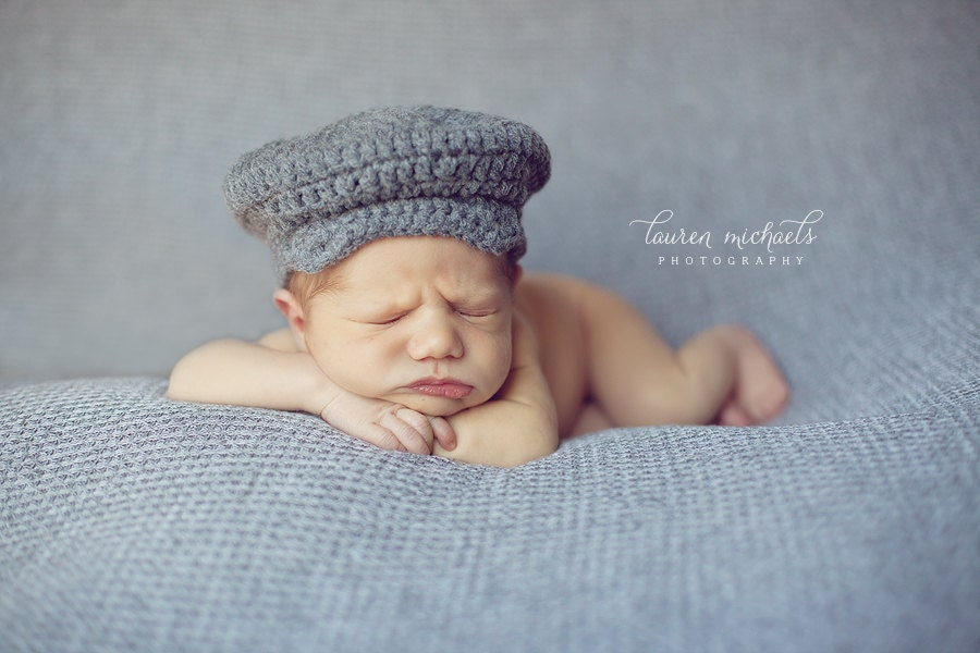 Cute as a button Boys FREE Crochet Cap Pattern. I love this cap not only is it fashionable and modern, but its so warm and cosy. (This is NOT a beginners crochet hat pattern.) If you would like a beginners crochet baby hat pattern see this page here.