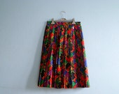 Vintage multicolor skirt / baroque print / pleated accordion pleats / high waisted / midi knee lenght / medium