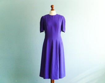 Vintage bright violet dress / swing dance dress / full skirt dress / short sleeves / below knee / midi / medium