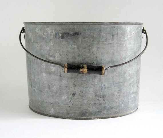 Vintage galvanized metal oval pail bucket rustic decor for Rustic galvanized buckets