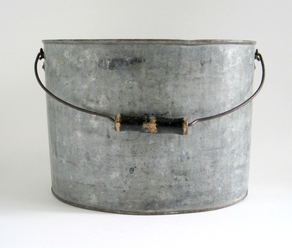 Vintage galvanized metal oval pail bucket rustic decor for Old metal buckets