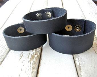 3/4 Inch Wide Genuine Smooth Leather Cuff Bracelet in NAVY - Cuff Wristband - Cuff Blank - Hand Stamped Jewelry Supply
