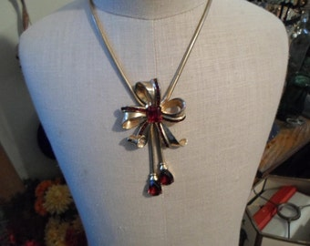 Vintage 1950s to 1960s Fuchsia Colored Mazer Brothers Gold Tone Necklace Bow Drops