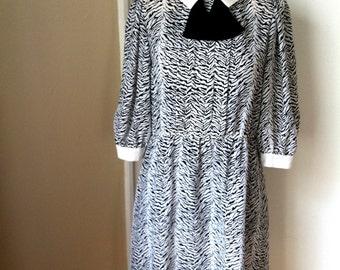 80's Black and White Zebra Dress - D35