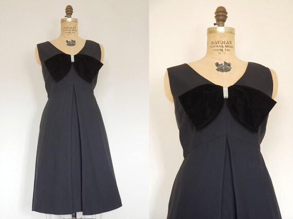 CLEARANCE // vintage 1960s dress // 60s Junior Vogue little black dress // crepe cocktail dress