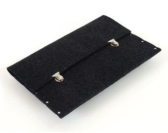 MacBook 13 Retina case sleeve black synthetic felt briefcase cover handmade by SleeWay