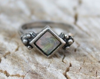 Vintage Mother of Pearl Silver Ring