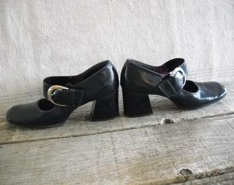 1960's Navy Buckle Shoe Chunky Heel - Size 5 1/2