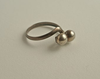 Sterling Silver Adjustable Ring Size 7 1/2.